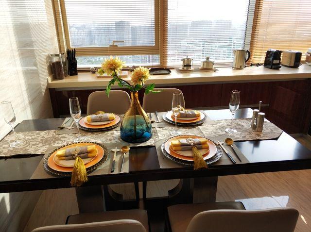 佳兆业铂域行政公寓餐桌