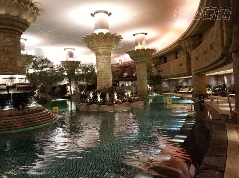 东方豪庭公寓游泳池