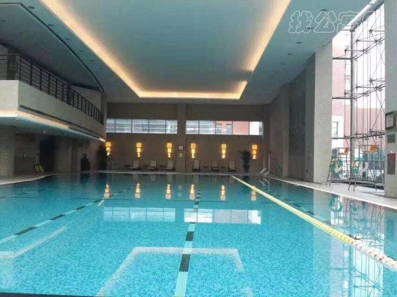 瑞吉公寓游泳池